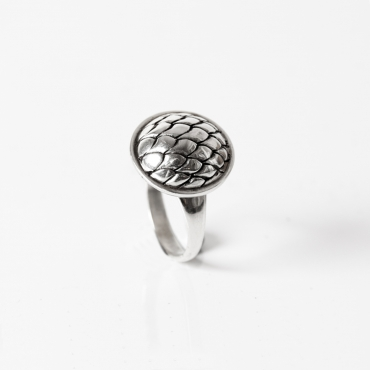 Round woman ring